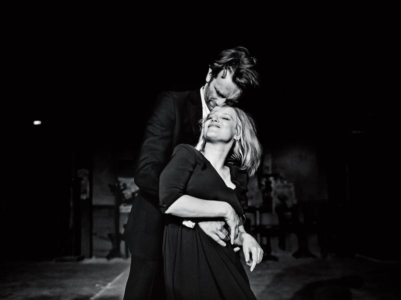 男女主角托瑪斯科特(後)與喬安娜庫里格在片中因歌唱結緣,民謠與音樂也成了全片非常重要的元素。(東昊提供)