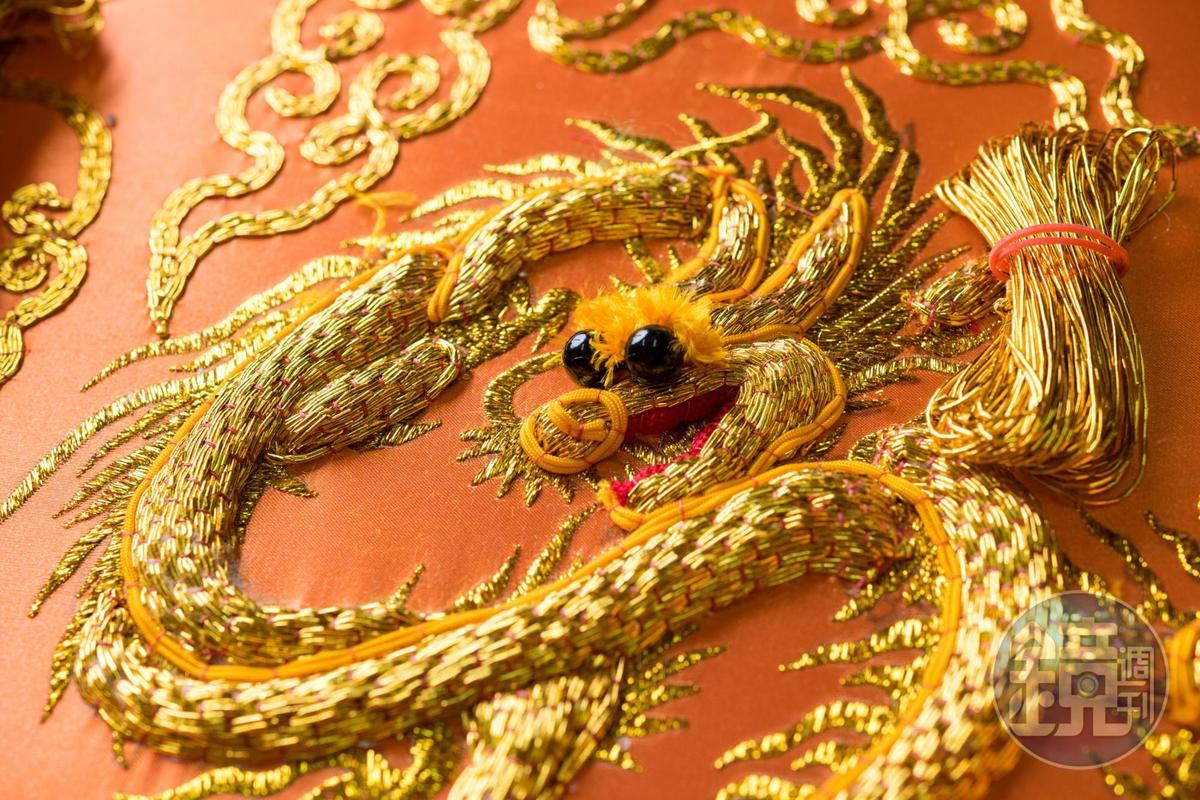 以廟宇為主的刺繡,以龍形最受歡迎,也最能展現精華。