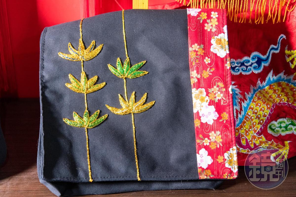 背包上以刺繡點綴,成為獨一無二的客製化背包。
