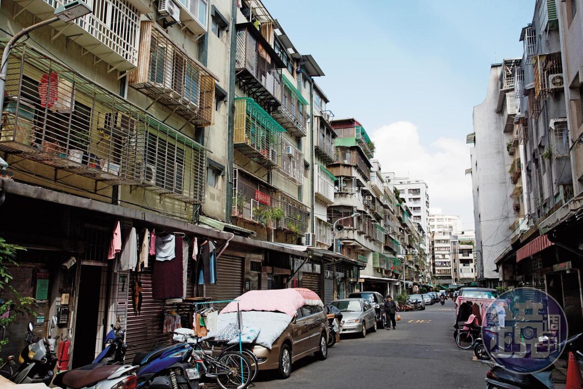 楚瑞芳誆稱北市和平東路、樂業路口一帶的老公寓即將進行都更、土地整合,吸金近億元。