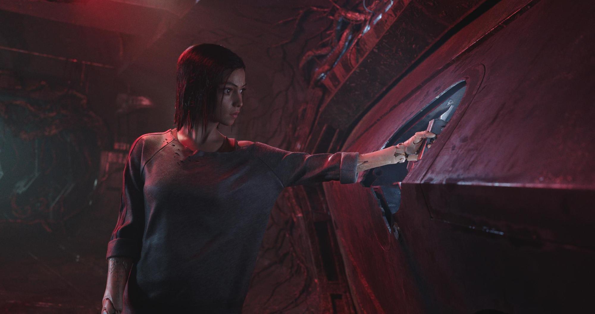 《艾莉塔:戰鬥天使》花費超過11年催生,極有科技與未來感的畫面與人物造型可望吸引一批動漫宅觀眾。(福斯提供)