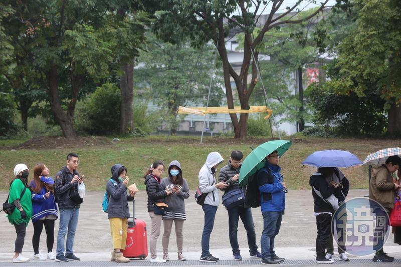 今(1日)受到大陸冷氣團影響,北部、東北部天氣偏冷,民眾要多加衣物注意保暖。