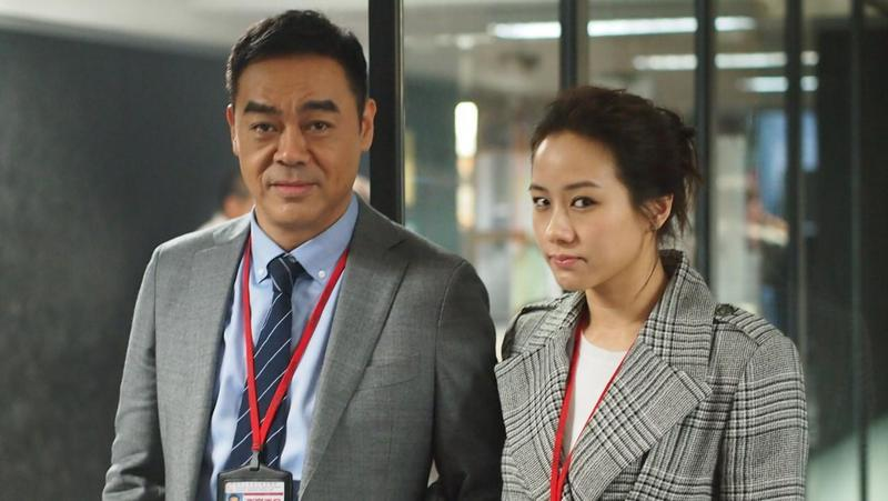 《廉政風雲  煙幕》中,劉青雲(左)與林嘉欣飾演同在廉政公署工作的夫妻。(華映提供)