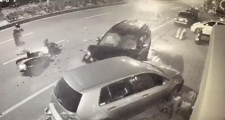 陳男早就因為連續兩次酒駕吊銷駕照竟然還又能喝酒開車,這次更是連撞8車奪走2命實在很惡劣。(警方提供)