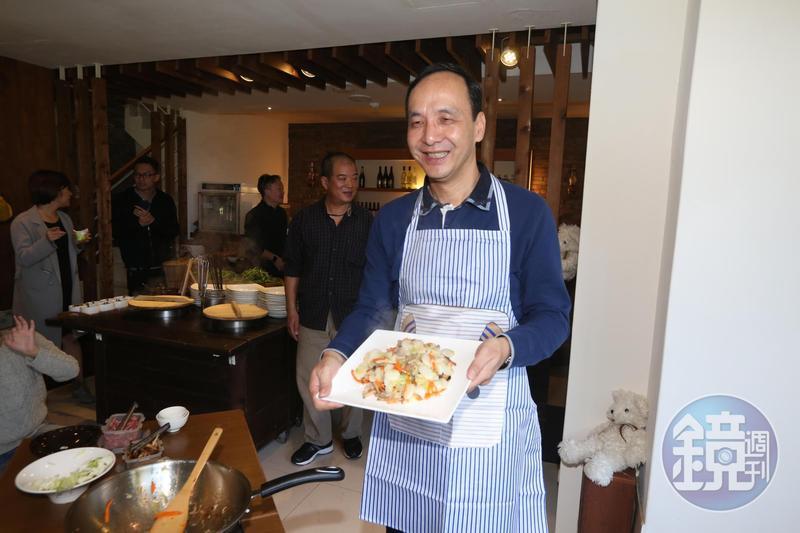 朱立倫親手煮自己過年最愛的台式炒年糕。