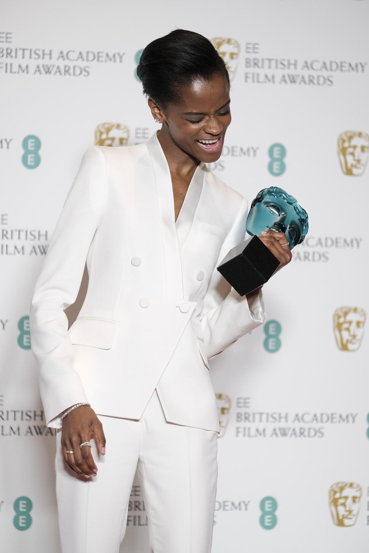 漫威電影《黑豹》中討喜的「舒莉」萊提蒂婭萊特獲頒上升新秀獎,成為最被看好年輕演員。(東方IC)
