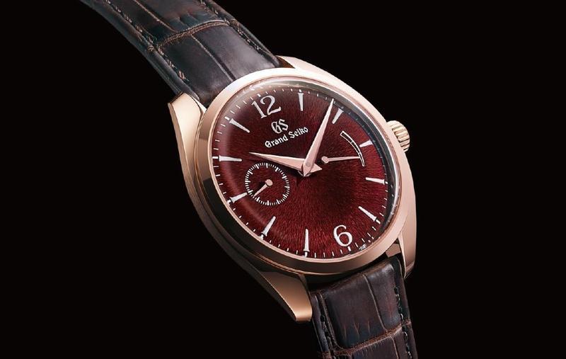 全新Elegance Mechanical Thin Dress系列,SBGK002型號為玫瑰金材質搭配紅面,限量150只,定價31,400歐元,折合台幣約109萬元。