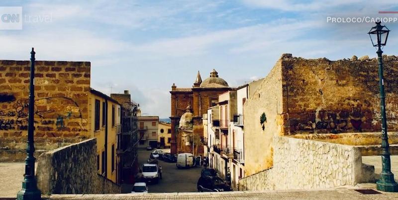 買下義大利西西里島小鎮的老屋只要不到1歐元。(翻攝自CNN影片)