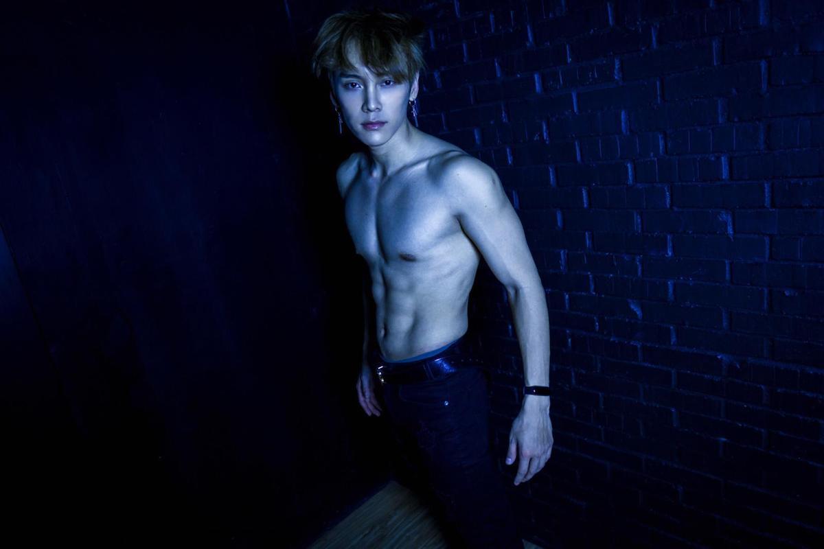 積極練舞跟健身的泰坦大方露肌,個個都成了體脂肪10以下的精壯男。(本勢娛樂提供)
