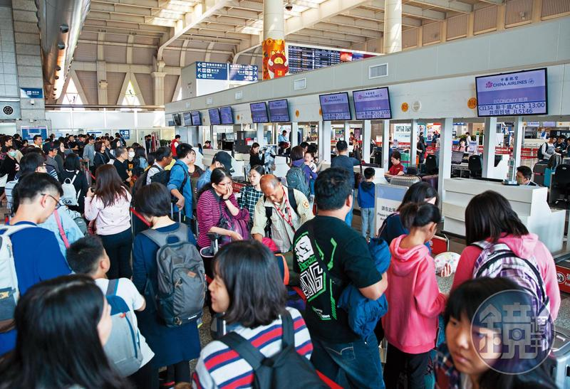春節期間,華航機師發動罷工,造成航班大亂。