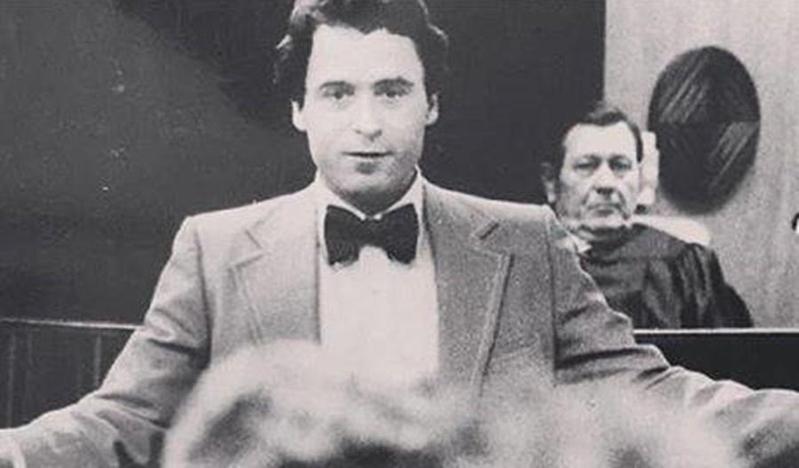 在法庭上拒絕認罪協商後,泰德開始擔任自己的辯護律師。(翻攝自Extremely Wicked, Shockingly Evil and Vile臉書)