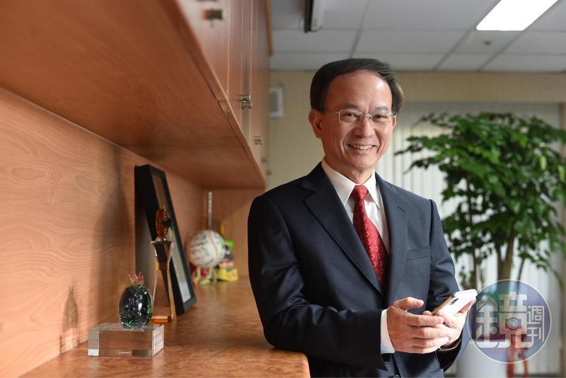 中華電信行動通信分公司總經理陳明仕細數中華電信贏的策略,更說1年25場會議,董事長鄭優全程參與。