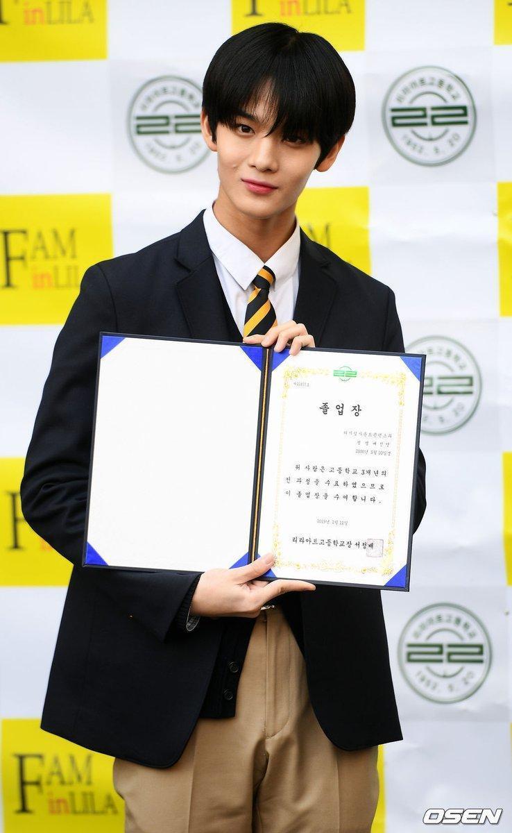 剛從WANNA ONE「畢業」的裴珍映也從高中畢業了。(網路圖片)