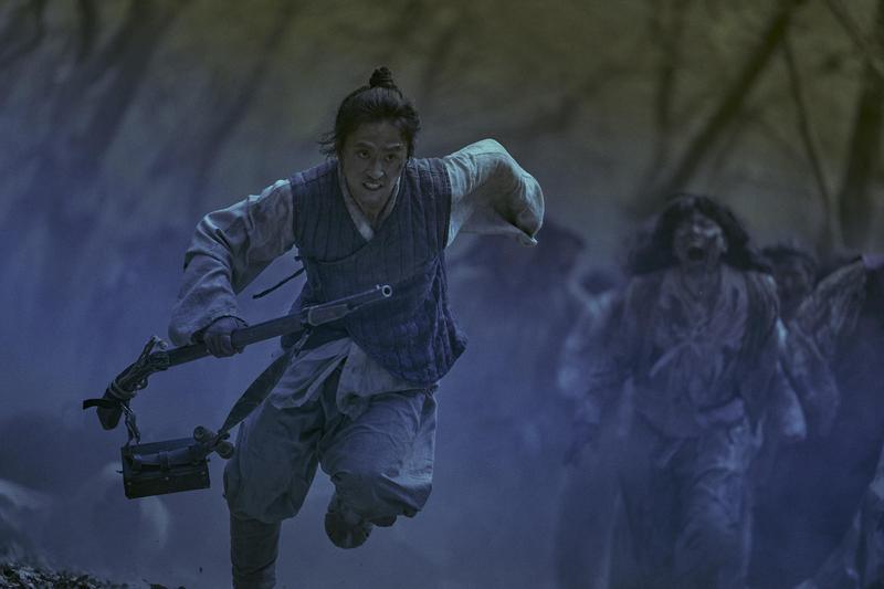 《李屍朝鮮》有大量活屍戲份,超適合重口味觀眾觀賞。(NETFLIX提供)