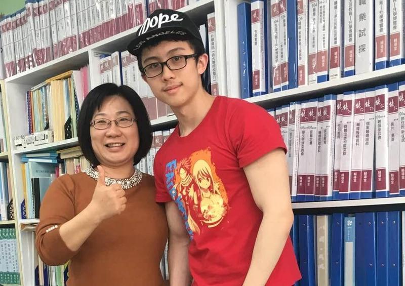 能仁家商老師昨證實孫安佐(右)將讀能仁家商表演藝術科。(翻攝自洪妙宜臉書)