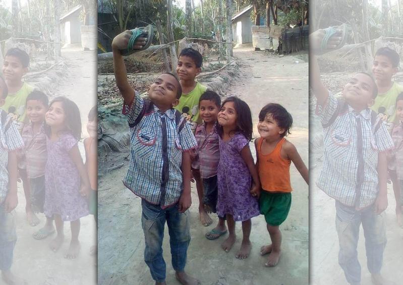 Boman Irani分享孩童的拖鞋自拍,引發熱烈轉載。(翻攝自Boman Irani推特)