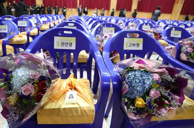 為緬懷世越號罹難師生,檀園高中為罹難者們舉行名譽畢業典禮。(東方IC)