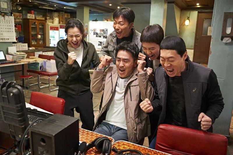 《雞不可失》在韓國觀影人次已破1324萬,成為影史第6名。(CatchPlay提供)