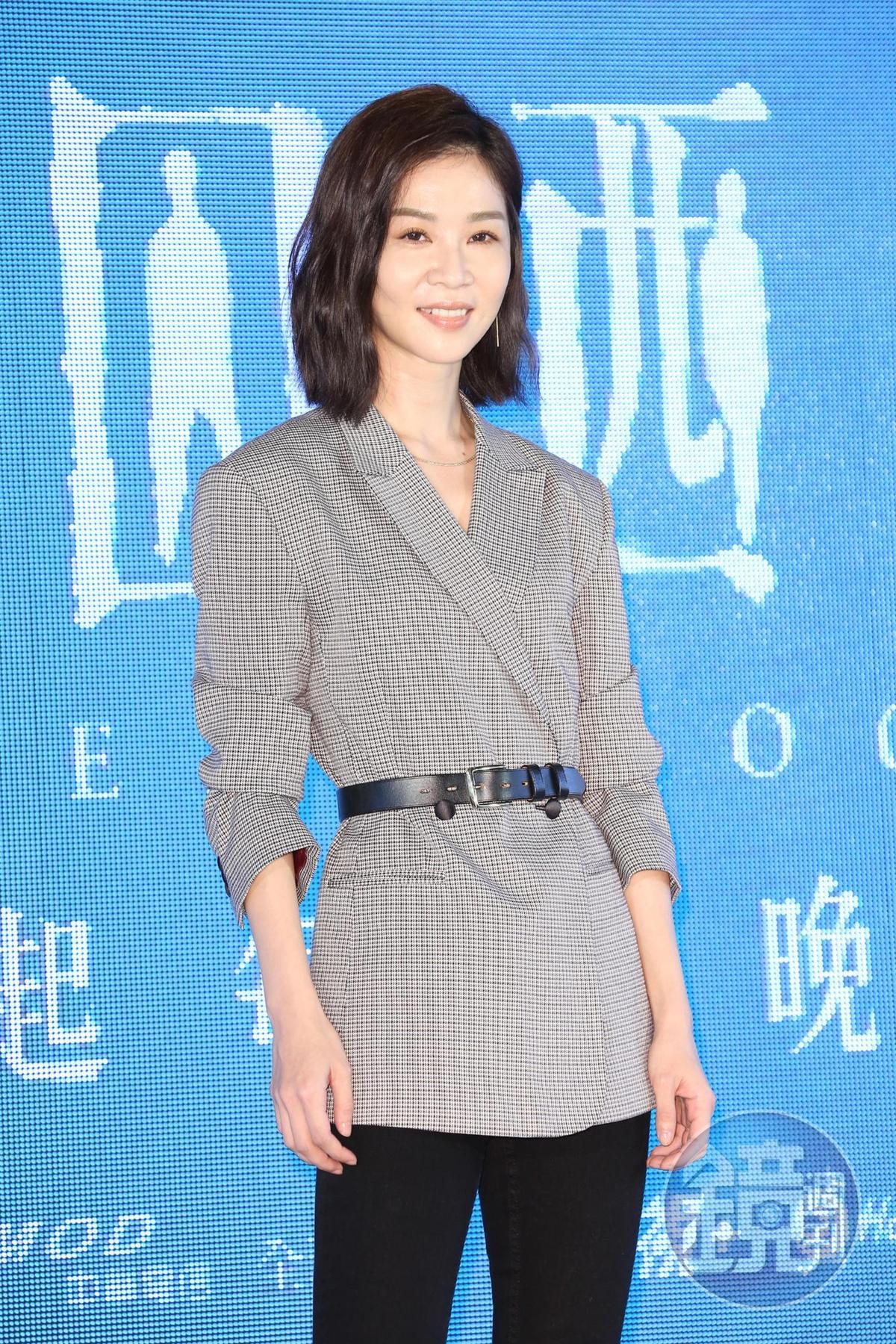 謝盈萱在戲中演被流氓男鬼附身的氣質美女秀淇,戲中不少打戲令她吃盡苦頭。