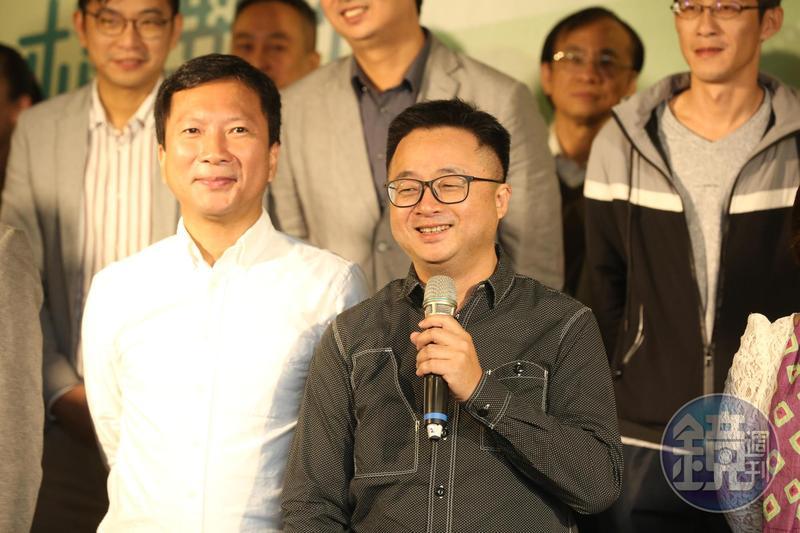 民進黨祕書長羅文嘉(前排右)今介紹新任黨務主管。