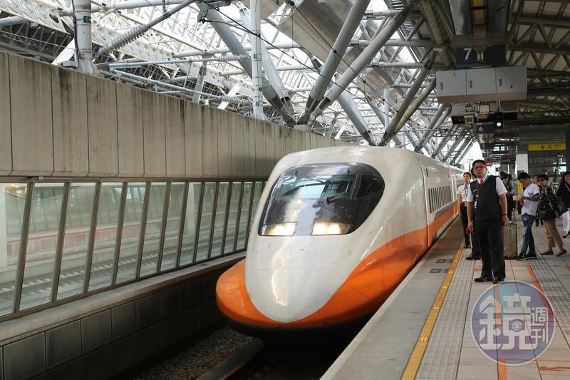 為了因應旅客228連假踴躍的訂票情形,台灣高鐵公布將於疏運期間再加開6班次列車,並提供3至5節自由座服務。