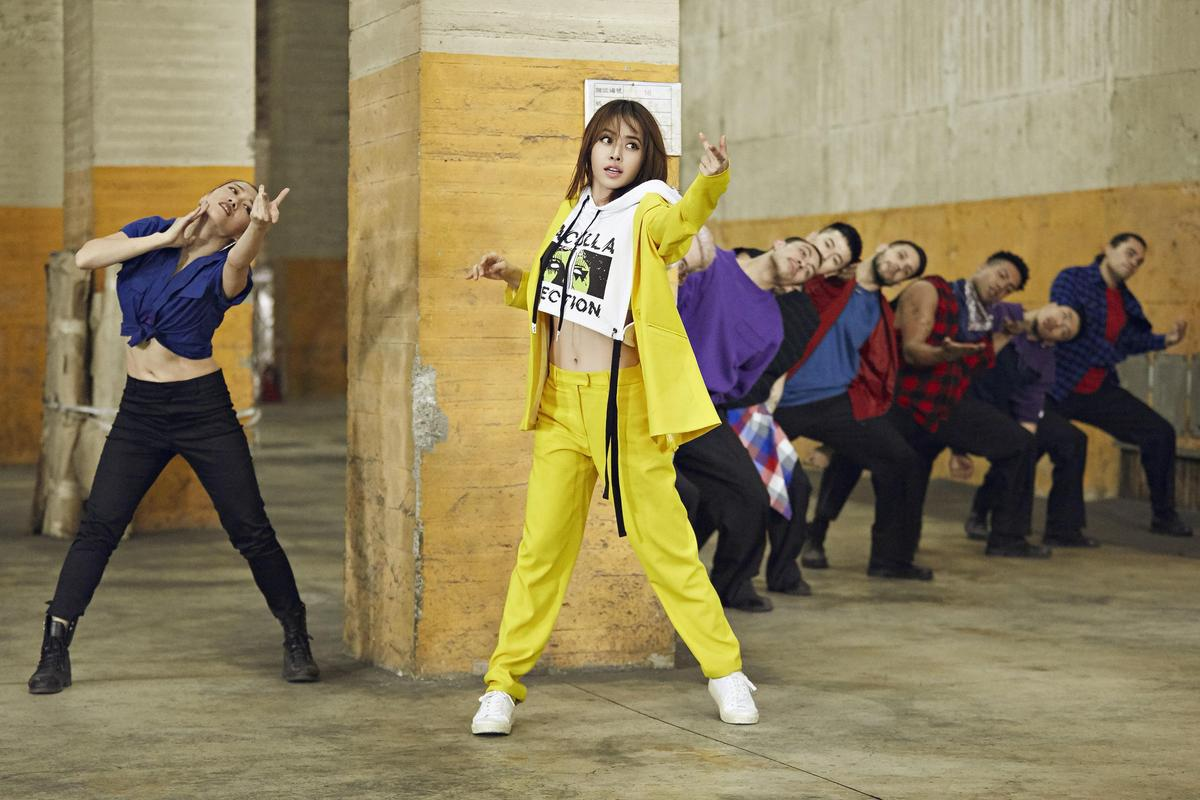 〈玫瑰少年〉舞蹈請到合作5年的紐西蘭籍老師編舞,蔡依林搭配14位舞者盡情肢體律動。(索尼唱片提供)