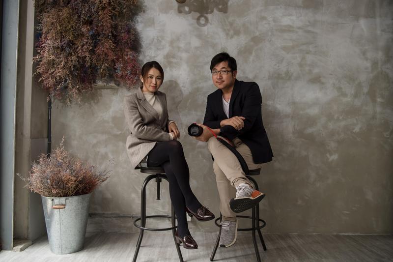 曾有200萬年薪的柯宏親(右),為了夢想勇敢轉職,還拉著老婆胡沛婕(左)一起創業。(+K Vision提供)