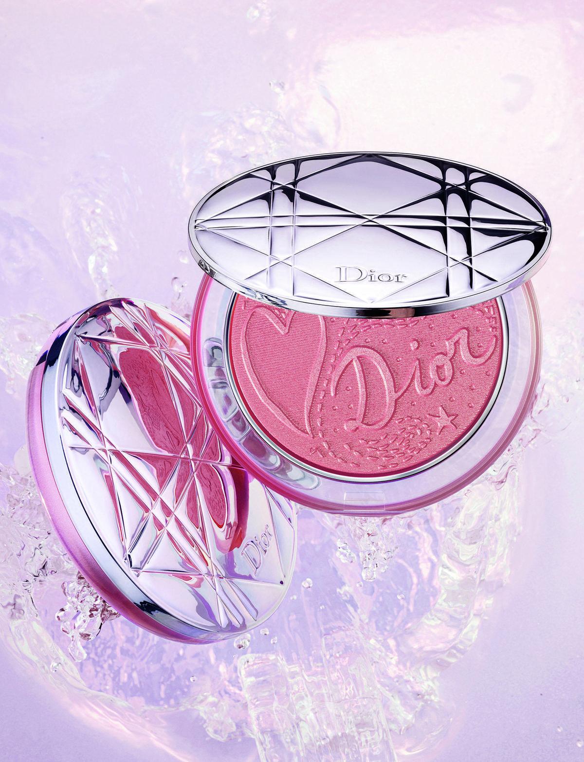 迪奧輕透光燦礦物蜜粉餅,戀戀織光限量版。NT$2,050〈Dior提供〉