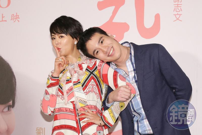 謝毅宏第一次拍戲當男主角就搭檔劉香慈,他裝嬌俏靠在劉香慈肩頭,劉香慈馬上表示:「不要給我老公看到!」