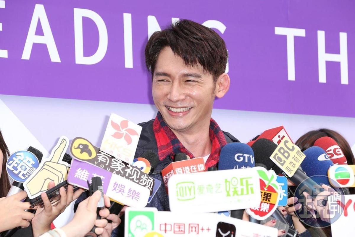溫昇豪笑談過年玩刮刮樂的趣事。