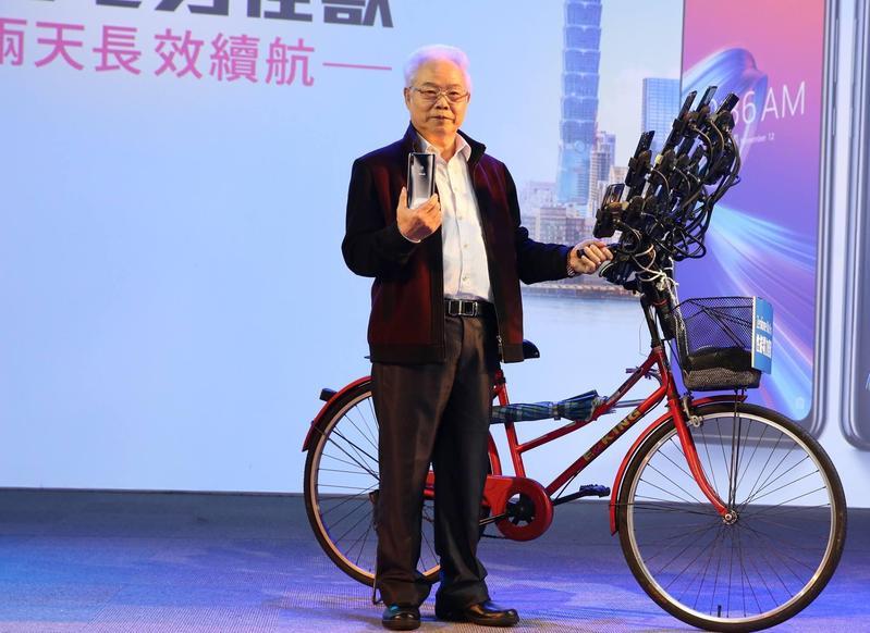 「寶可夢阿伯」為華碩新機站台,被大讚行銷成功。