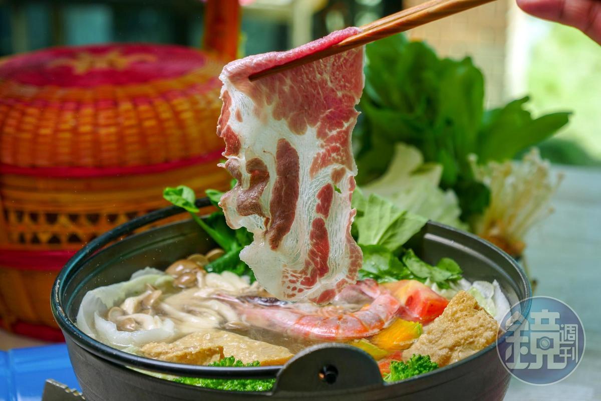 利用引來的山泉水,即是火鍋最甘美的湯頭。