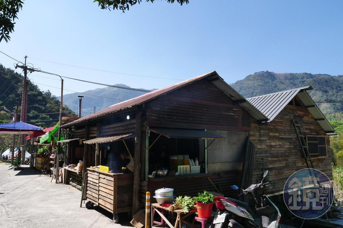 「 武界壩嵐卡」提供美食, 也提供武界祕境導覽行程。