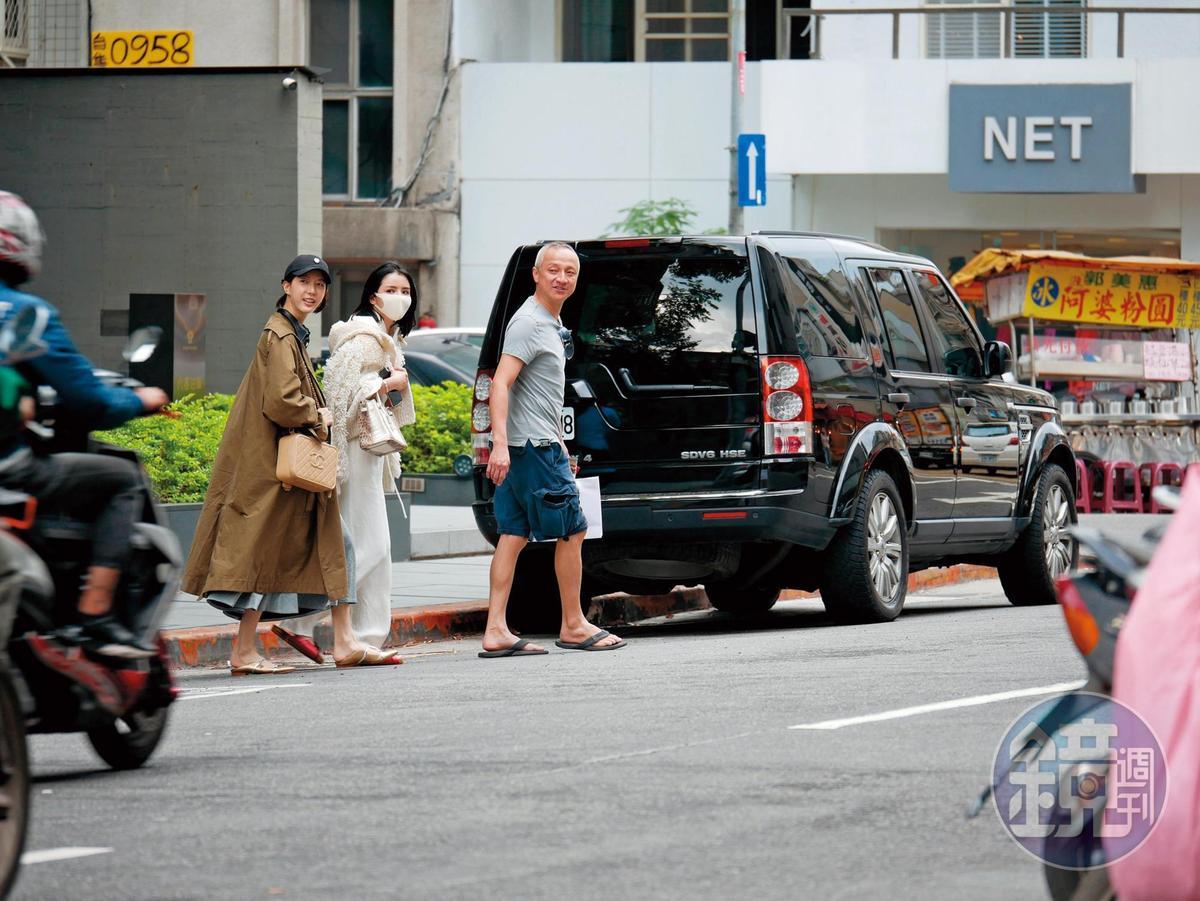 14:19,李毓芬和宋米秦夫婦在大安路上逛街購物,然後又回到飯店去上插花課。