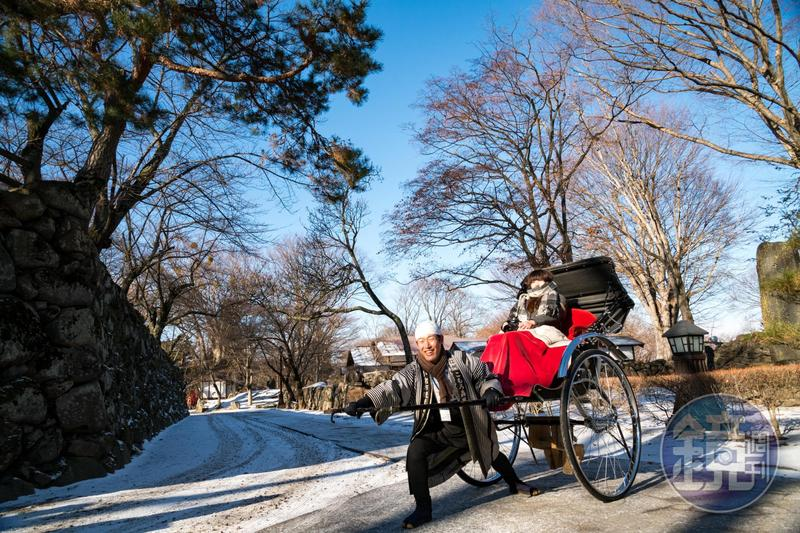 小諸市最主要的觀光勝地,即是「小諸城址懷古園」,在這裡還可體驗搭人力車遊園的滋味。