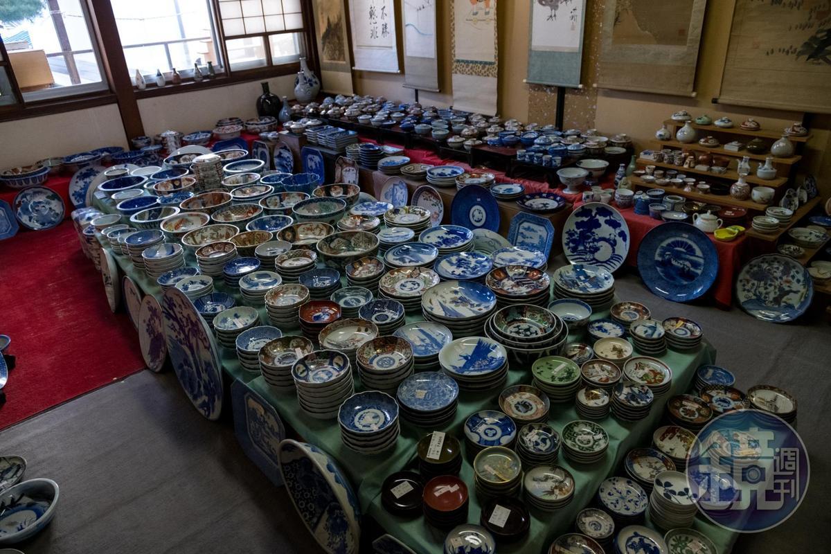 骨董店的2樓擺放許多古瓷漆器,愛老物者到此定會瘋狂。