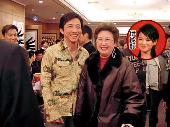 哈林(左)的媽媽張正芬(右)影響他的私生活甚鉅。(翻攝自新浪)