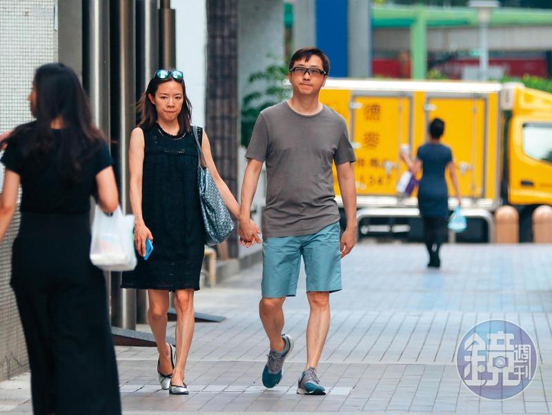 去年6月,本刊直擊哈林(右)跟懷孕的張嘉欣(左)現身前一個家,建案叫「一品大廈」,價值也破億,且該處名人住戶不少,如連戰。