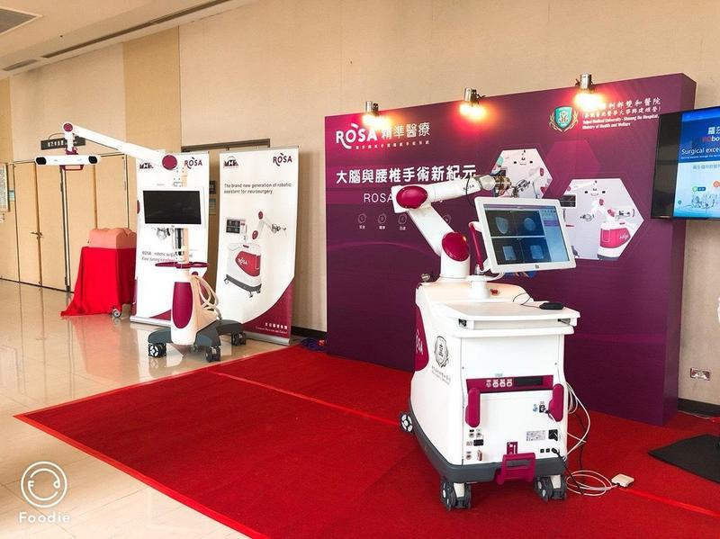 ROSA機器人手臂除了腰椎手術外,也可用於執行大腦手術。(雙和醫院提供)