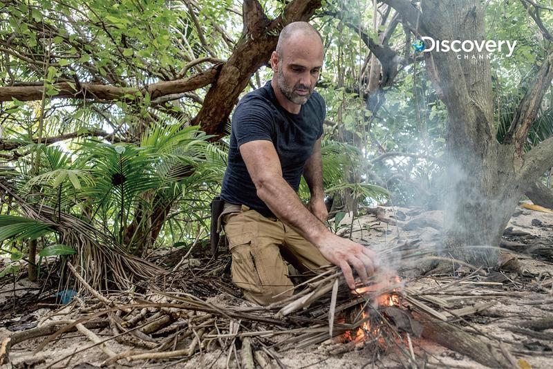大家常常在荒野求生節目中,看到主角生火,但艾德史塔福強調,所有的生火的行為,都是經過事先規劃核准的,並不是隨意破壞環境。(Discovery頻道提供)