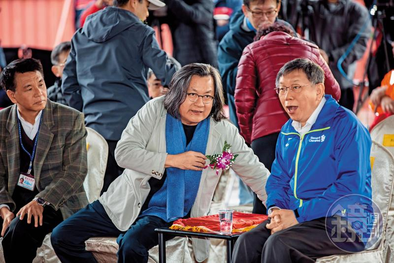 前都發局長林洲民(左)曾力諫柯(右),若大巨蛋都審放水,將代表柯政治生命結束。