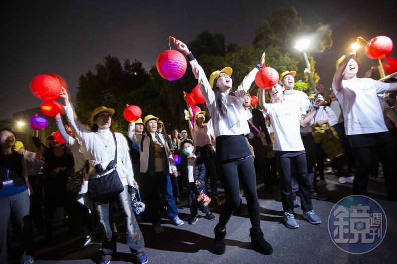 反同婚團體今共同舉辦元宵節提燈繞行政院,表達反對政院強推婚姻平權的訴求。