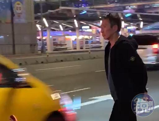 鈕承澤現身台北燈節看花燈,他走路步伐極快,似乎是不想被認出來。