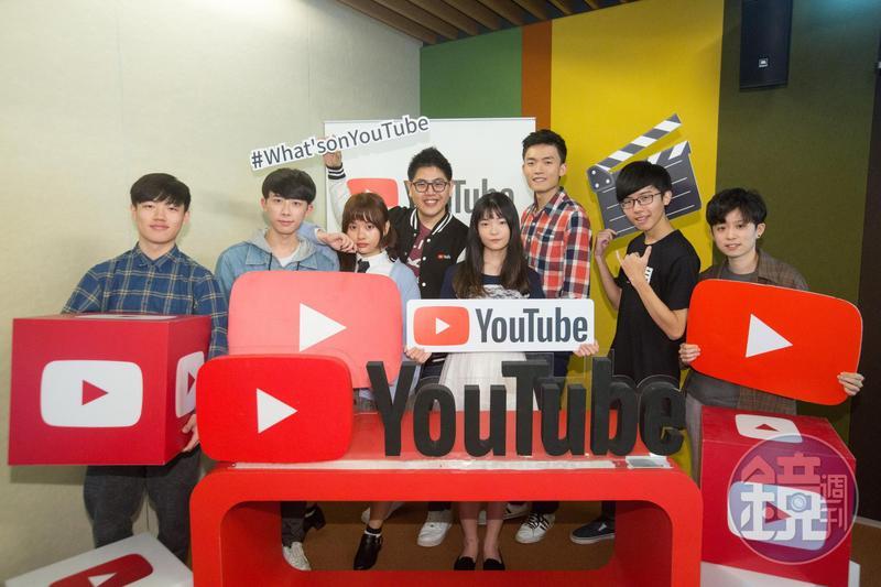 網紅行業正夯,許多社會新鮮人成為YouTube創作者,左起為YouTuber嬸嬸、女子月月友、YouTube大中華區策略合作夥伴經理黃少宇 、YouTuber六指淵、Hook。