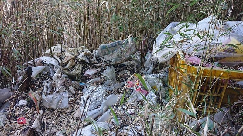 雪霸國家公園歷經一場大火後,發現滿山滿谷的人造垃圾。(圖取自雪霸國家公園登山資訊分享站臉書)