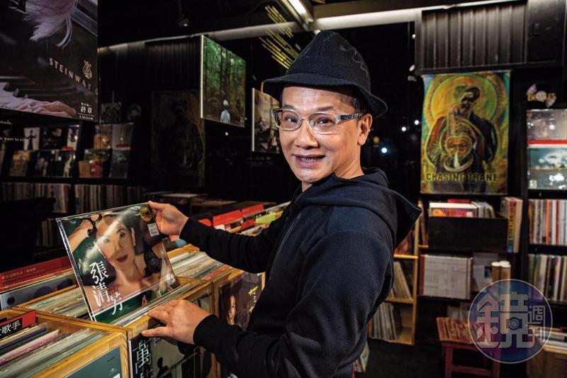 姚謙是華語流行歌壇重要的創作者,他在點將時期,曾幫張清芳企劃過《加州陽光》《光芒》等多張百萬專輯。