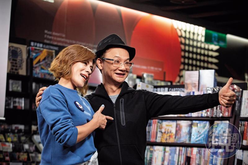 1999年,姚謙任維京音樂總經理,第1張專輯為江美琪《我愛王菲》,師徒日前在誠品「我們都是有歌的人」講唱會追憶往事。
