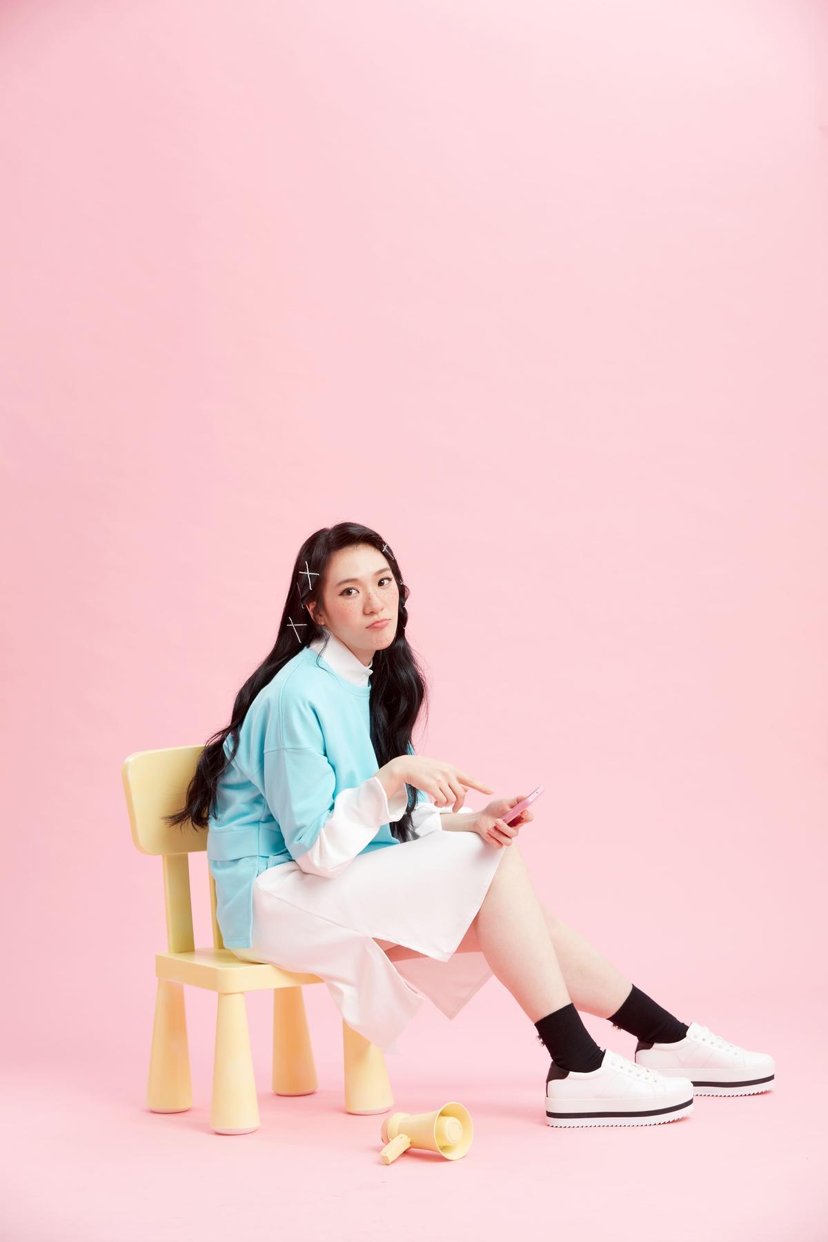 石尤是道地南台灣姑娘,家中經營國術館,她卻對音樂情有獨鍾。(李欣芸音樂製作提供)