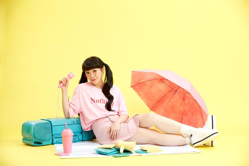 新人石尤(YOYO)大學畢業後北上圓歌手夢,用台語寫下自己人生中首張專輯。(李欣芸音樂製作提供)