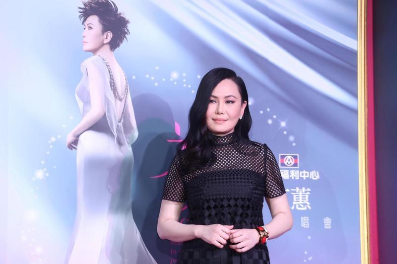 江蕙的作品雖主要為台語歌曲,但經常融入現代流行音樂元素,包含國語流行音樂、R&B、中國風甚至搖滾樂等,也因此其歌迷得以橫跨老中青三代。(東方IC)